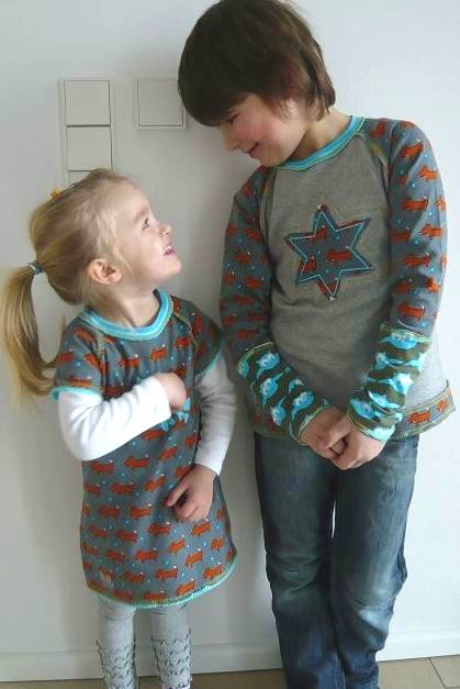 Geschwister-Kombi mit fuchsigerm farbenmix-Stoff