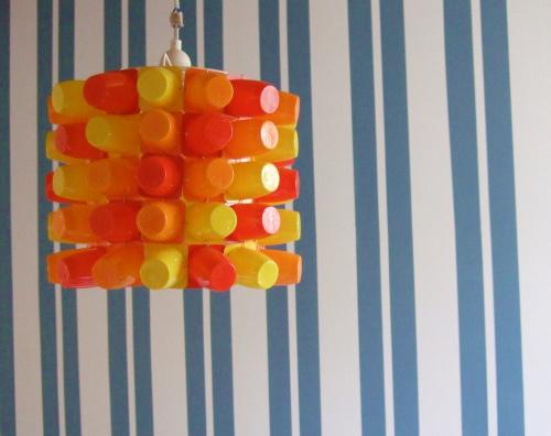 Lampe aus Johurtbechern, Jogurtbecher basteln, farbenmix