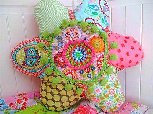 flowerpower auf dem sofa. Black Bedroom Furniture Sets. Home Design Ideas