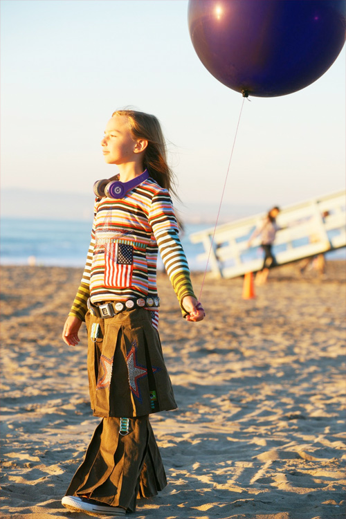 studio tantrum, capable of flying, farbenmix