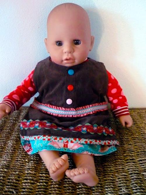 Kleid für Puppen nach dem kostenlosen Schnittmuster ARWEN von farbenmix