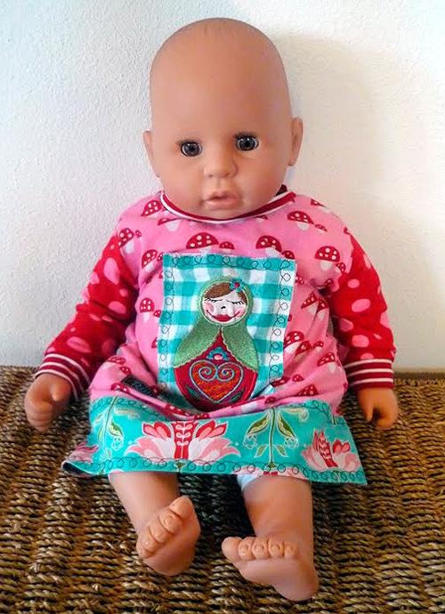 Puppenkleider nähen nach dem Schnittmuster ARWEN Anleitung und Schnittmuster kostenlos von farbenmix