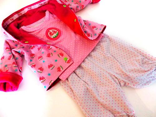 Babykollektion selber nähen nach dem Schnittmuster Zwergenverpackung von farbenmix