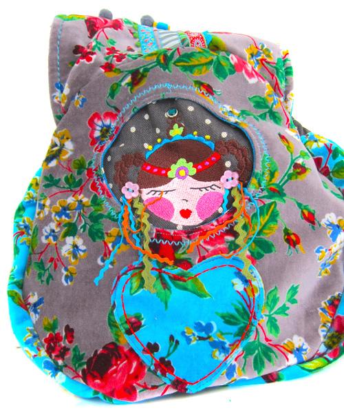 Guckloch-Tasche mit Matruschka und Zöpfen