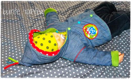 Jäckchen für ein Baby nach dem Schnittmuster Zwergenverpackung Vol. I von farbenmix selber nähen