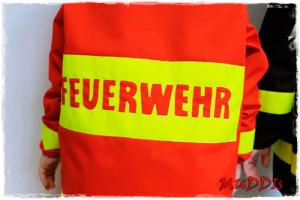 Verkleidung für den kleinen Feuerwehrmann selber nähen mit dem Schnittmuster kleinFEHMARN von farbenmix