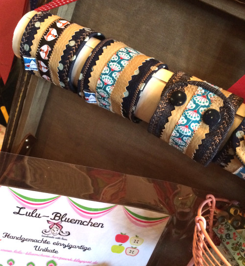 Armbänder im Materialmix aus farbenmix-Webbändern