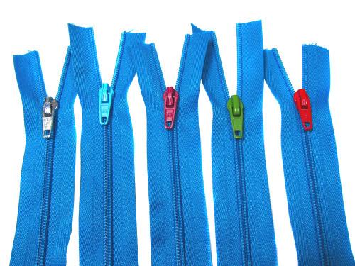 Endlosreißverschluss mit unterschiedlich farblichen Zippern