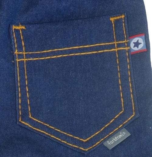 Jeans wie gekauft nähen, rückwärtige Taschen aufsteppen.