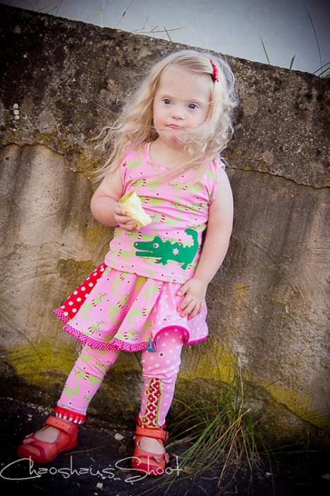 Schnitmuster Kombi für kleine Mädchen, rosa Jersey Stoffe