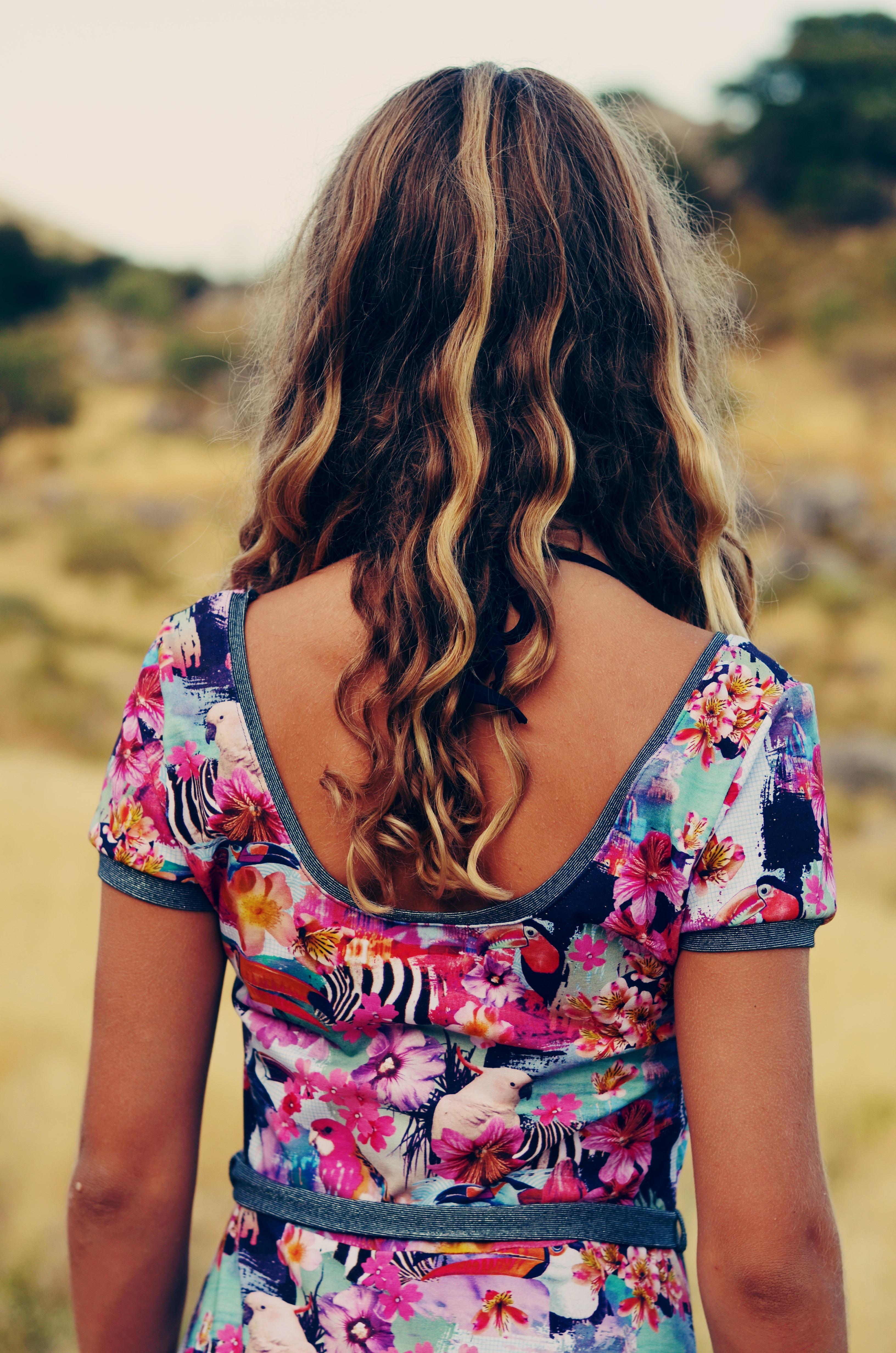 wunderbarer tiefer Rückenausschnitt