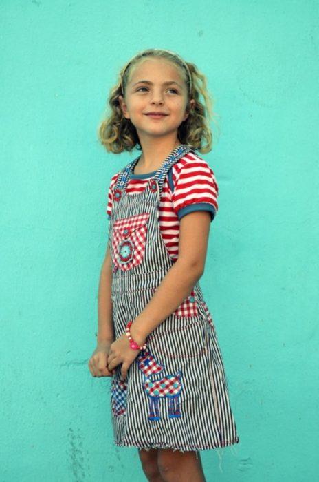 Latzrock selber nähen für Kinder - Schnittmuster Lotte von farbenmix