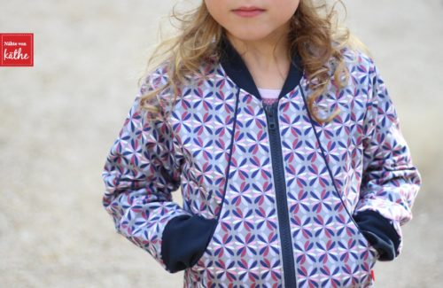 Kinderblouson nähen mit dem Schnittmuster THARITA von bienvenido colorido erhältlich bei farbenmix