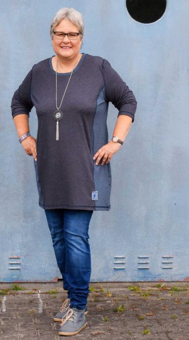 Basic Shirt für Damen - hier trägt Sabine von farbenmix eine Quiana mit Wiener Nähten