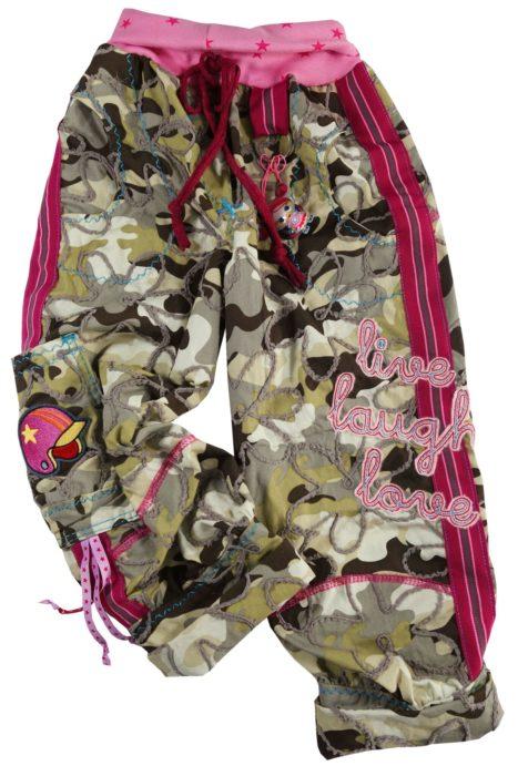 Hose mit Streifenbänder an der Seite - Schnittmuster und Bänder erhältlich im farbenmix Online Shop