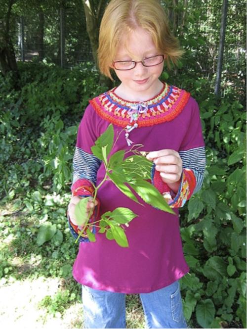 Gitta mit Häkelkragen... farbenmix Schnittmuster für Jerseyblusen für Kinder