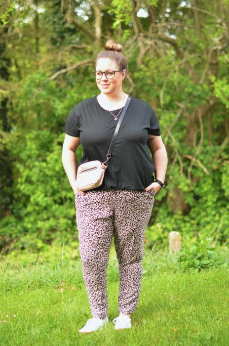 Komfort Hose Schnittmuster für eine Hose in großen Größen bis 60 - Format Nähen by farbenmix