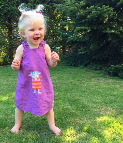 Madita - einfaches Trägerkleid für Kinder nähen mit dem Ebooks von farbenmix
